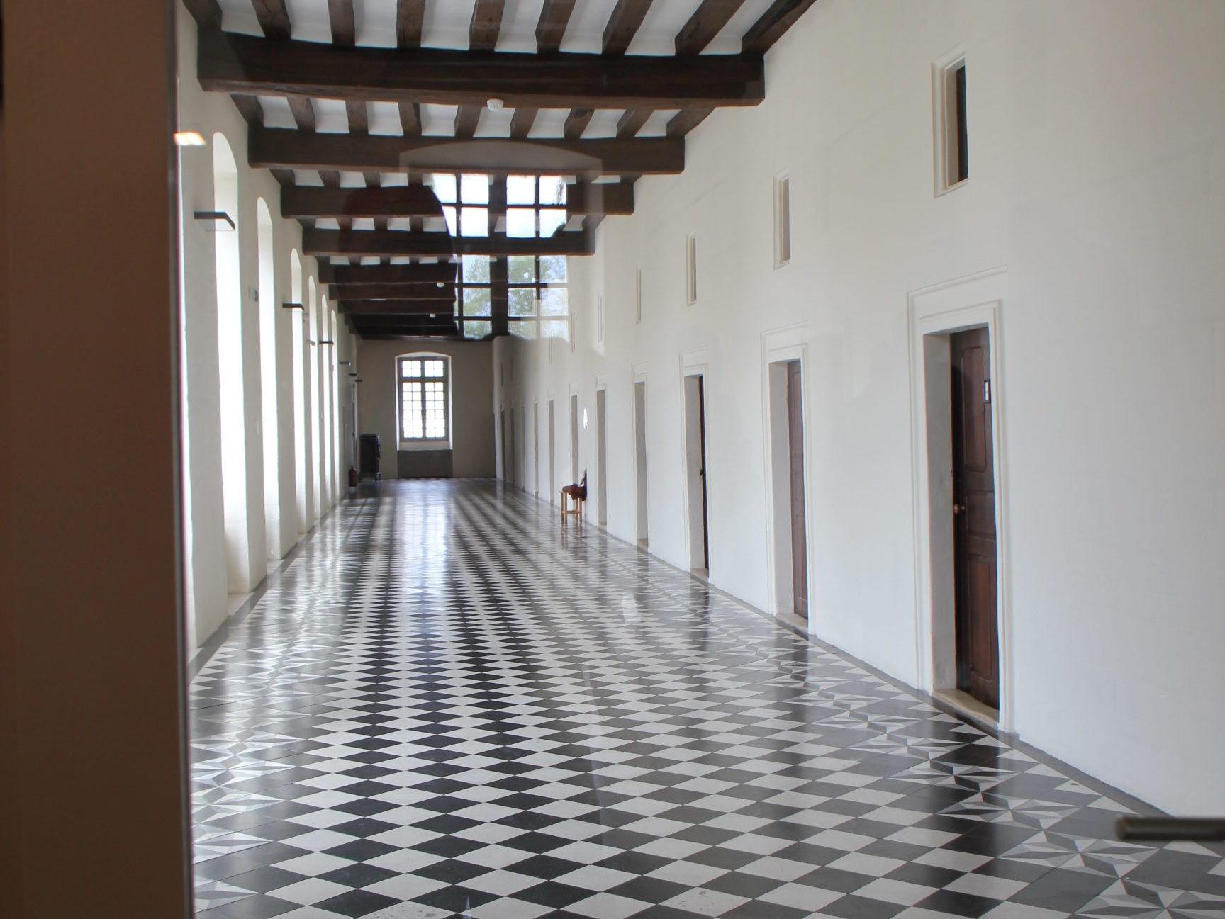Cellules de moines transformées en chambres pour accueil de groupes