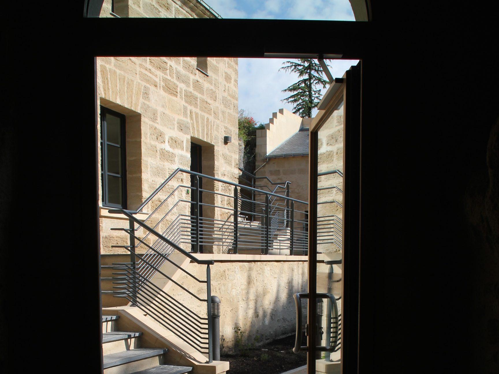 Espaces extérieurs de chambres troglodytiques